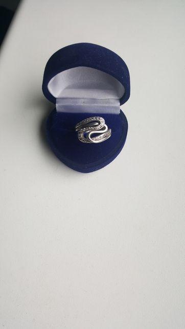 Srebro, srebrny pierścionek z cyrkoniami, cyrkonie rozm. 13
