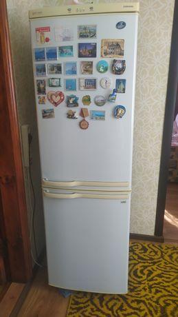 Холодильник Samsung двокамерний