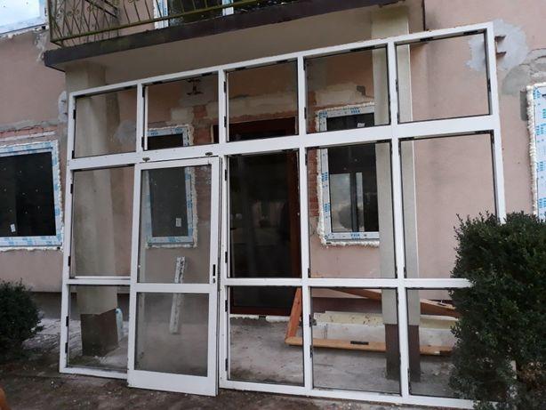 Duże przeszklenie - witryna okienna