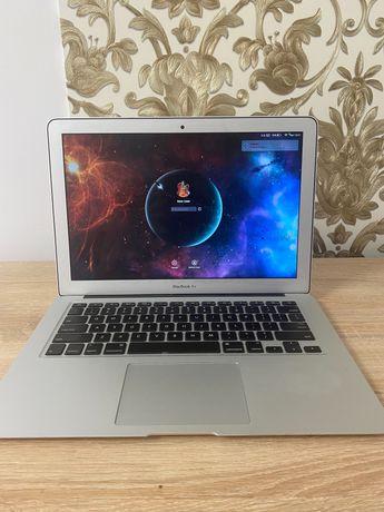 Ноутбук Macbook Air 13 2014 i5 4 GB 128 SSD в идеальном состоянии