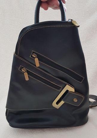 Czarny włoski plecak z ekoskórki Stan dobry