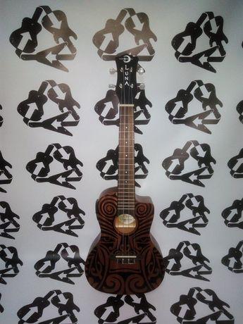 Ukulele LUNA GUITARS Tribal Concert amplificado + case da marca