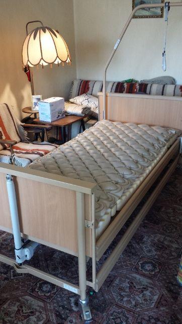 Sterowane pilotem łóżko rehabilitacyjne