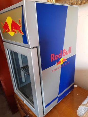 Mała lodówka Red Bull