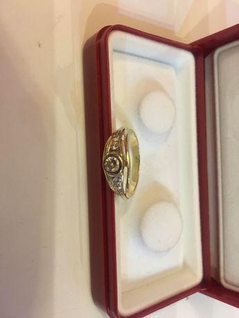 Pierścionek zaręczynowy pięć diamentów ręczna robota zamiana