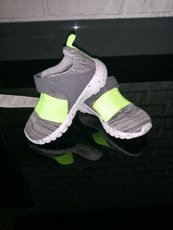 Продам нові кросівки на хлопчика 22 розмір (ідуть на 21 розмір)
