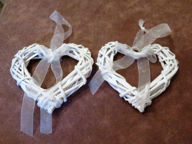 Białe serca z wikliny, ślub, rystykalne, boho