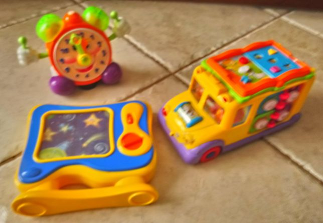 Zabawki interaktywne, grające dla małego dziecka