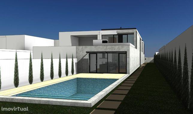 Terreno p/ construção de moradia de 3 frentes c/ piscina, na Madalena.
