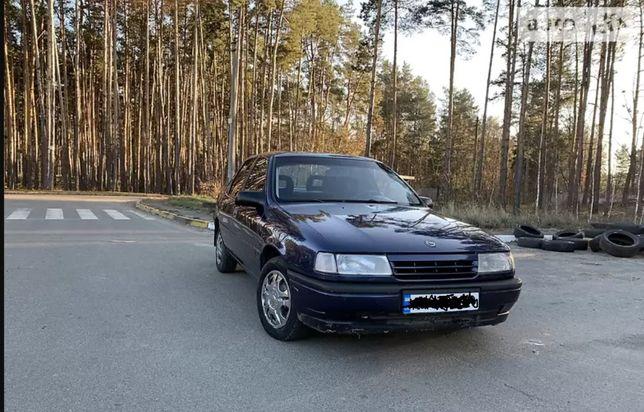 автомобиль Opel Vectra 2.0 1990 г. Опель Вектра + гараж
