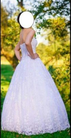 Suknia ślubna, linia A, bez ramion, koronka, długi welon