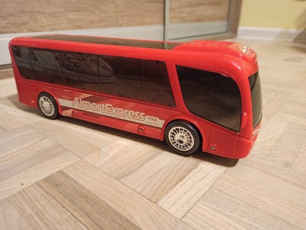 Autobus gra i świeci