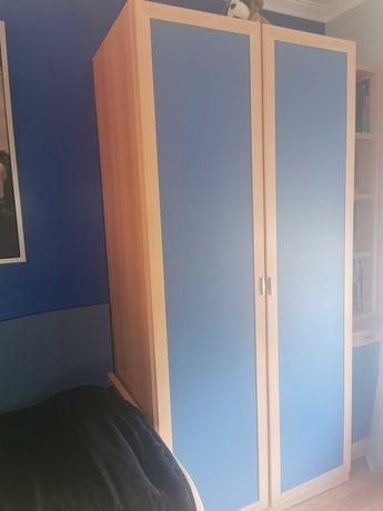 Roupeiro de solteiro - portas azuis