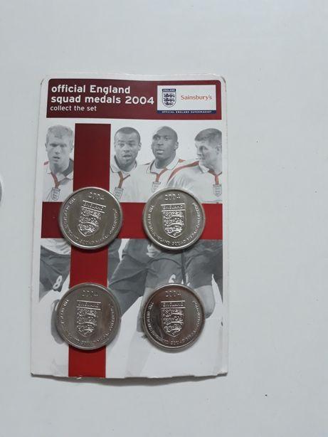 Medale kolekcjonerskie reprezentacji Anglii z roku 2004.