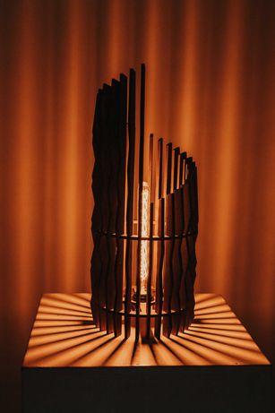 Авторский настольный светильник из дерева ручной работы.