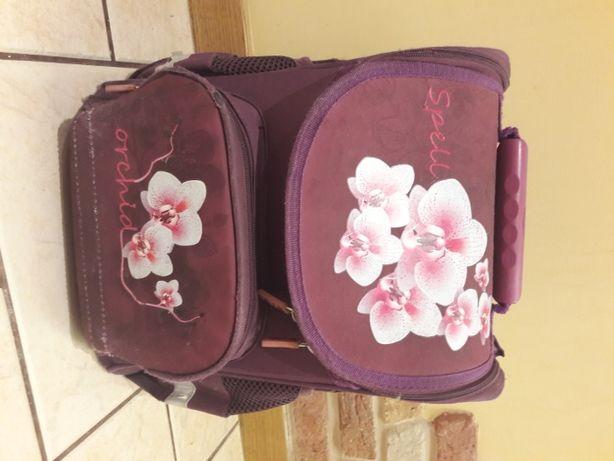 Рюкзак фиолетового цвета с ортопедической спинкой для девочки.