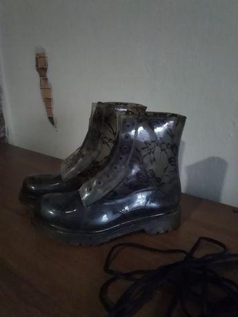 Продам 5 пар ботинок