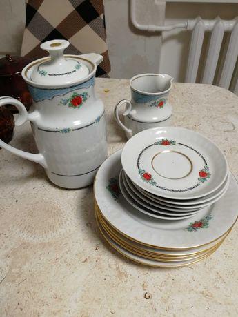 Отдам посуду (кофейник, сахарницу, блюдца, тарелки)