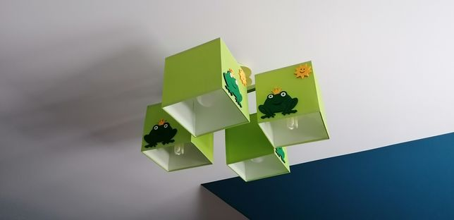 Praktycznie nowe oświetlenie dziecięce, plafon, żyrandol zielony żabki