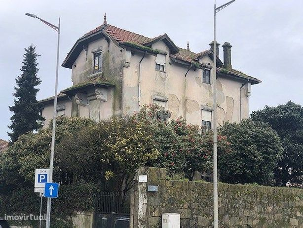 Palacete com projecto aprovado para Hotel de 18 quartos