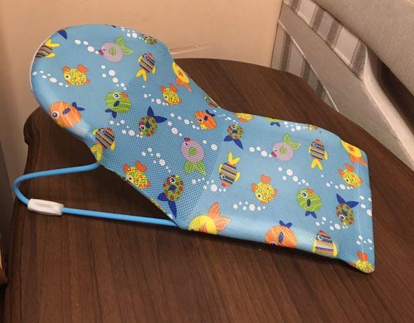 Лежак у ванну для купання немовлят