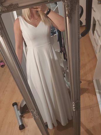 Minimalistyczna suknia ślubna, skromna