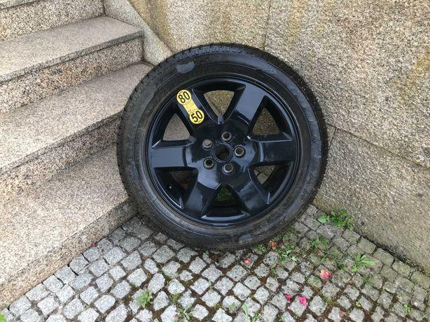 Roda e pneu suplente range rover sport