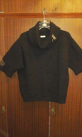 Теплый свитер рукав ½. размер 56 Брошь в подарок.