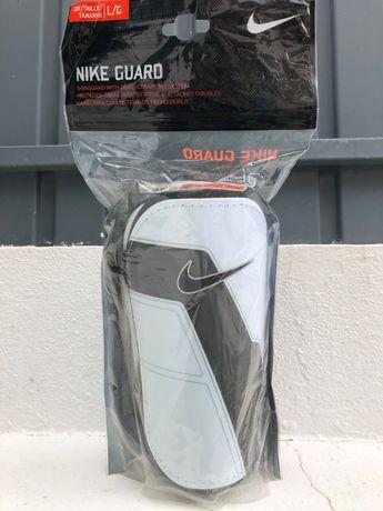 Caneleiras Nike Novas