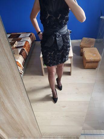 Śliczna sukienka, mała czarna, w róże 3D, Motive&More