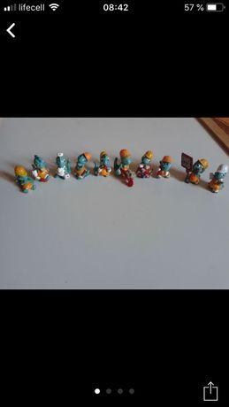 Комплект игрушек из киндера