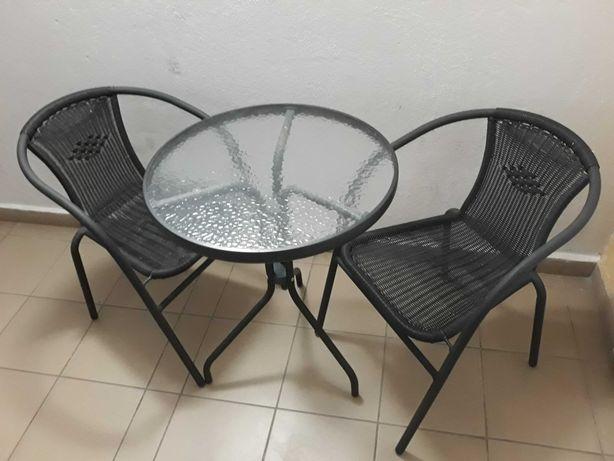 Meble ogrodowe (stół + krzesła)