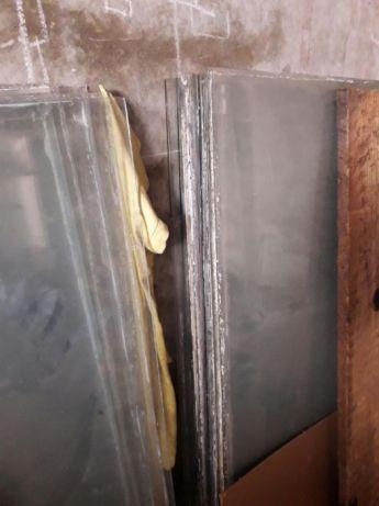 Стекло витринное и оконное разной толщины разм. 1650 на 1200 - 60 шт.