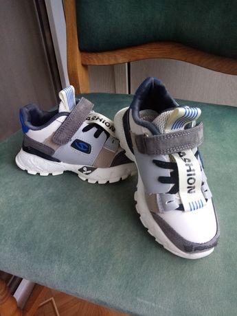 Продаються літні дитячі кросівки