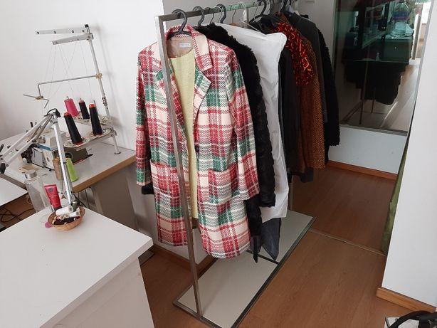 Expositor para roupa