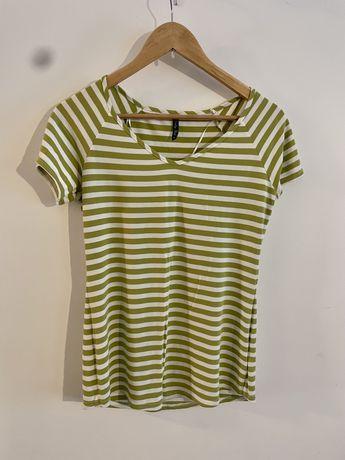 Koszulka z krótkim rękawem Pretty Girl w zielone paski. Rozmiar 38 M