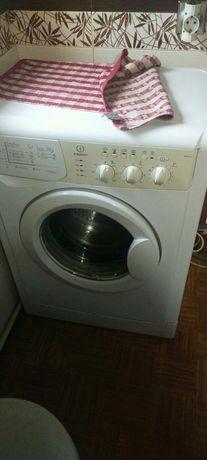 Продам стиральную машину Indesit на 5 кг, сиралка, машинка