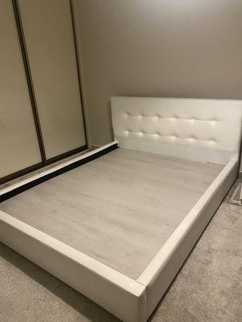Łóżko sypialniane, do sypilani białe