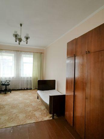 Сдам комнату в Соломенском районе. Коммунальные включены.