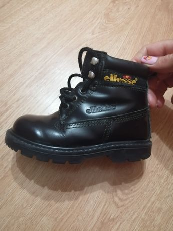 Ботинки унисекс фирмы Ellesse, сапоги