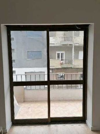 Portas e janelas alumínio castanho