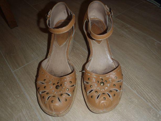 sandały na koturnach Lasocki rozmiar 38