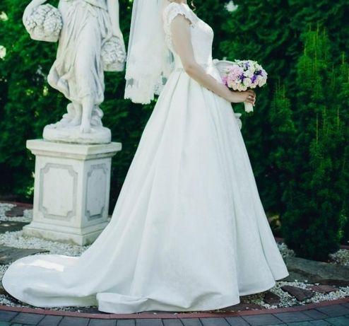 Продам весільну сукню Daria Karlozi