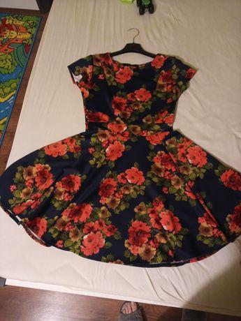 Sukienka rozkloszowana w kwiatki