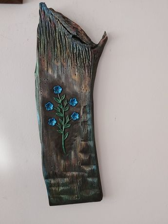 Płaskorzeźba w drewnie lipowym rękodzieło niezapominajki