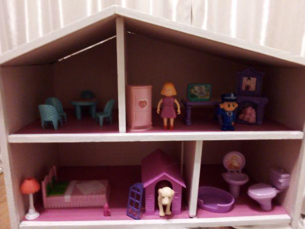 Domek dla lalek z wyposażeniem, mebelki, figurki
