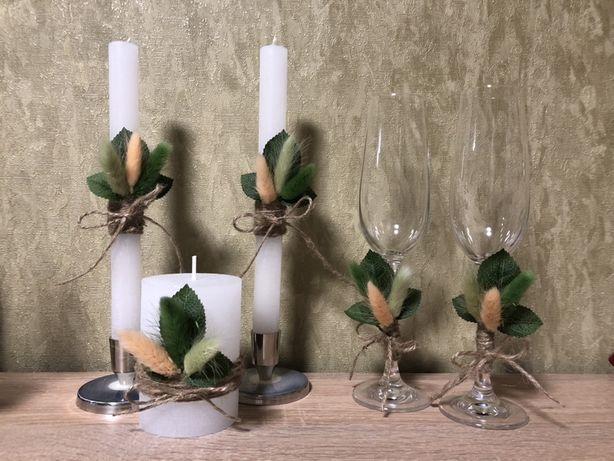 Свадебные бокалы и свечи для семейного очага