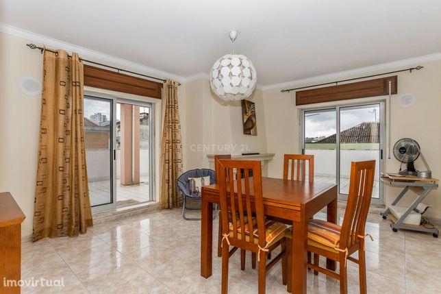 Espetacular Apartamento de 2 Assoalhadas em Almada com  Terraço de 70m