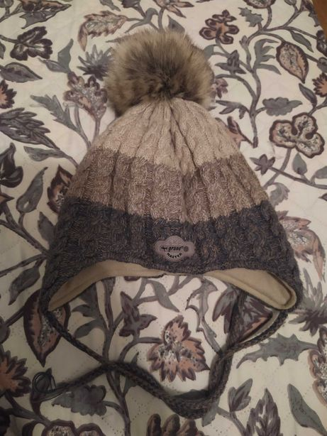 Детская зимняя шапка в отличном состоянии