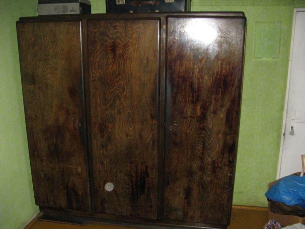 Sprzedam szafę 2-drzwiową na ubranie